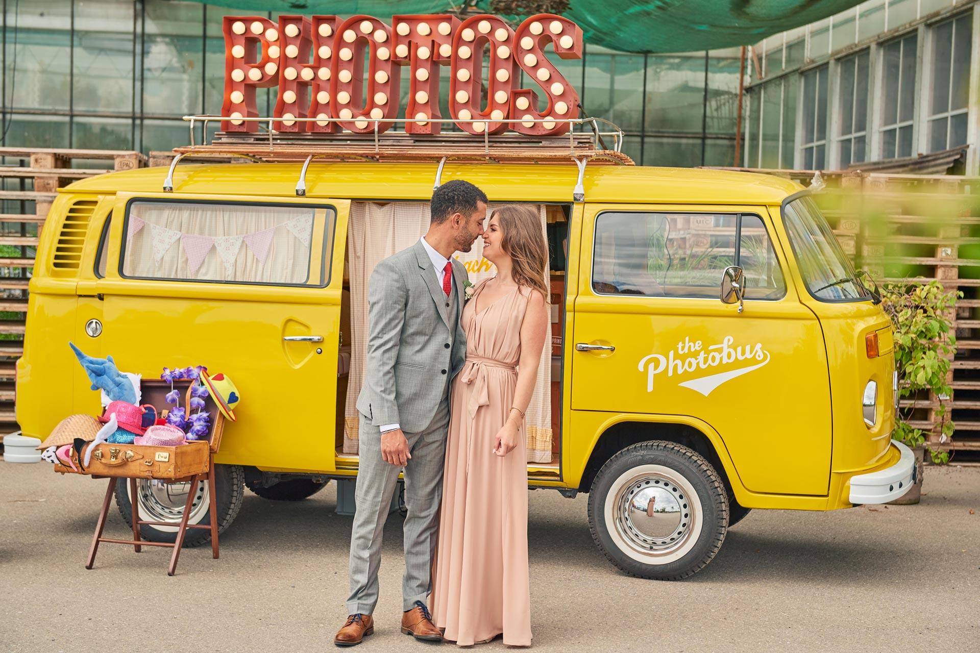 Ein Paar an Hochzeit